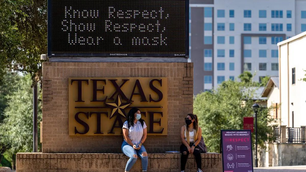 Students at Texas State University wore masks on the first day of classes last fall.